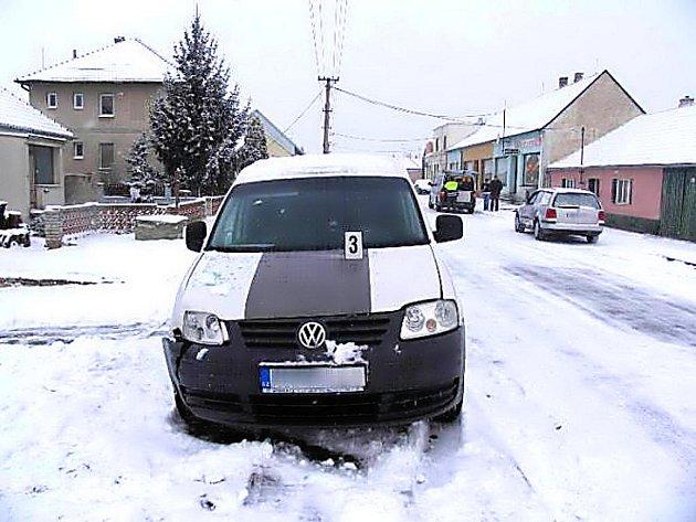 Při srážce dvou aut v Šanově se zranilo dítě.