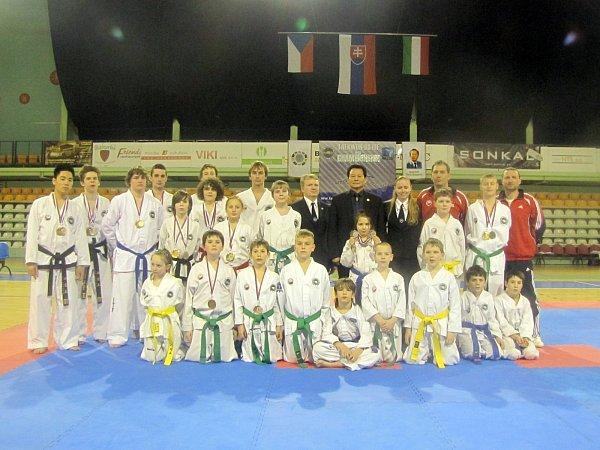 Třiadvacet medailí si přivezli znojemští a jevišovičtí taekwondisté zjiž sedmého ročníku Nitra Cupu vkorejském bojovém umění Taekwon – Do I.T.F.