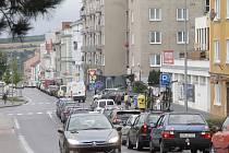 Kolony aut se tvoří v ulicích Znojma kvůli opravě dvojice mostů už od dubna.