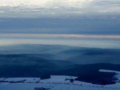 Národní park Podyjí má své kouzlo i v zimě, na snímku pohled na silnici mezi Podmolí a Lukovem.