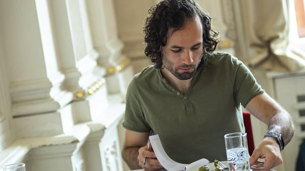 O titul Královská okurka se letos uchází 62 výrobců. Odborníci na gastronomii vybírali vítěze v pátek dopoledne.