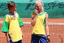 Znojemští tenisté Štěpán Zimek (vlevo) a Dominika Najnarová.