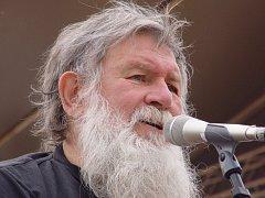 V úterý 16. října skonal náhle jeden ze zakládajících členů znojemské country kapely Paroháči Zdeněk Novák.