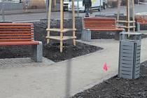 Nový parčík u nádraží již získává konkrétní podobu. Lidé kritizují vysokou cenu a zbytečnost celého projektu.
