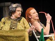 Divadelní studio Martiny Výhodové bavilo zcela zaplněné znojemské divadlo hrou Nebe na zemi.