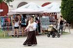 Hrad Bítov nabídl o třetím srpnovém víkendu tradiční dvoudenní pouť. Nechyběly řemeslné stánky ani divadlo pro děti. Na hrad zamířily stovky turistů.