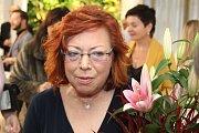 Majitelka polyfunkčního domu Anna Klejdusová přijímá gratulace od hostů.