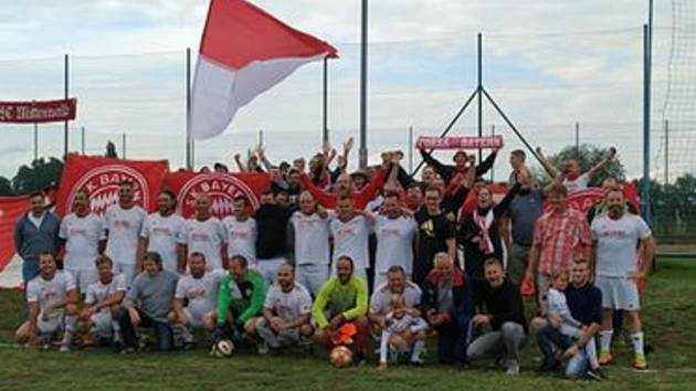Fotbalisty Bayernu Křepice dojeli podpořit fanoušci reálného Bayernu Mnichov. Foto: Martin Uhrin
