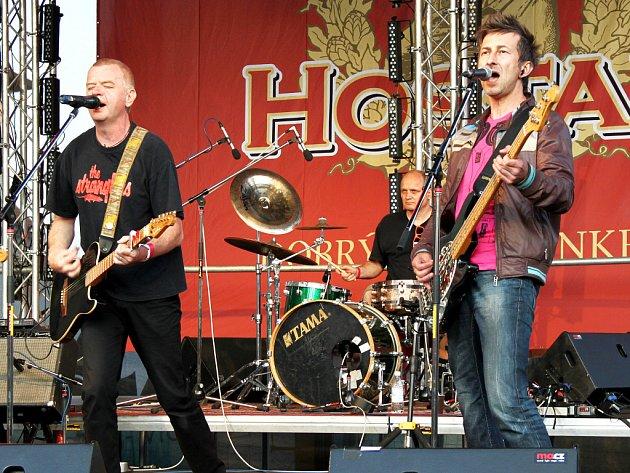 Pivní slavnosti Hostan ovládly Znojmo. Z Horního náměstí na Masarykovo a zase zpět putovaly davy lidí, aby si nenechaly ujít jak revivalové kapely, například Teamu nebo Kabátu, tak především hvězdy hlavního pódia jako je Mňága a Žďorp či Mig 21.