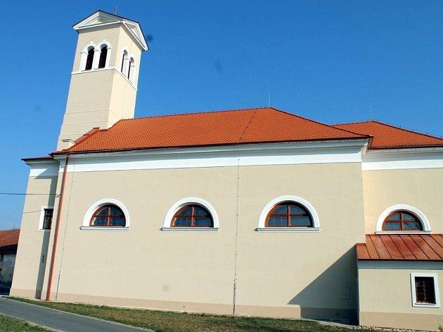 Kostel Nejsvětější Trojice v Těšeticích na Znojemsku.