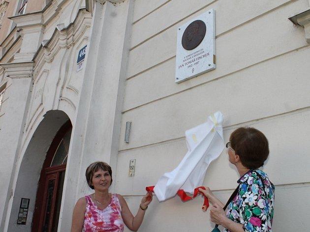 Na snímku je ředitelka Jihomoravského muzea Vladimíra Durajková (vlevo) a dcera sochaře  Klára Benešovská.