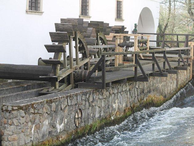Sobota patřila ve vodním mlýně ve Slupi dětem. Různá zábavná i poučná stanoviště jim pomohla proniknout do tajů mlynářského řemesla.