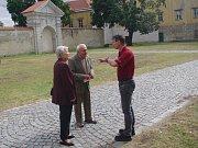 Zámek v Moravském Krumlově hostil poprvé přehlídku ochotnických divadel Bezgestfest.