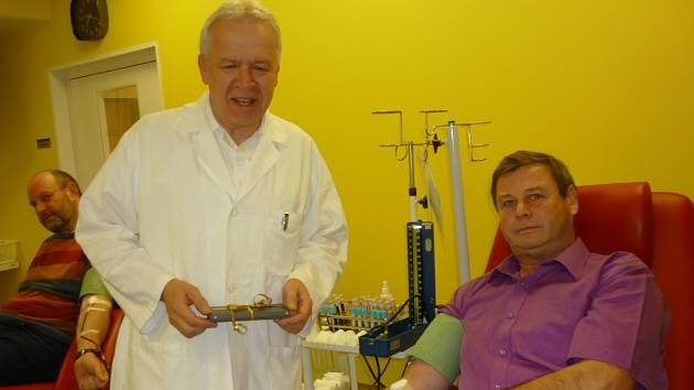 Už stokrát daroval na hematologicko-transfúzním oddělení znojemské nemocnice bezplatně krev Otto Švrček z Jezeřan na Moravskorkumlovsku.