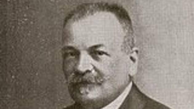 Anton Vrbka, dlouholetý kustod znojemského muzea, badatel a pedagog.
