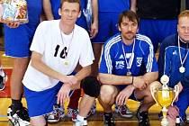 Volejbalisté Petr Chromý a Jindřich Pavlík i po čtyřicítce válí druhou ligu za Bučovice a také jejich přičiněním má tato soutěž pět let jediného vítěze.