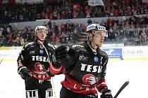 Znojemští Orli (v černém) hráli druhý říjnový pátek s Bratislavou.