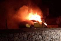 Požár auta v Šatově na Znojemsku.