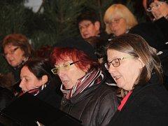 Čtvrtý adventní koncert Pěveckého sdružení z Retzu ve znojemském kostele v Louce.