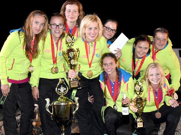 Pětatřicetiletá Kateřina Porubová je starostkou SDH Miroslav a členka družstva žen, které ze soutěží v požárním sportu pravidelně vozí poháry.