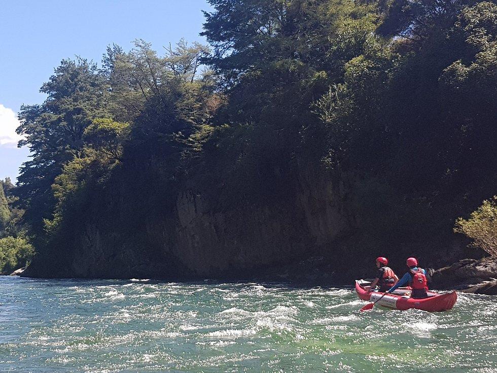 David Gros a jeho přátelé ze znojemského vodáckého oddílu vodáckého oddílu měsíc cestovali po řekách a horách Nového Zélandu. Foto: archiv Davida Grose