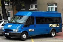 Postbusy zatím jezdí po Znojemsku bez pasažérů. Jen se zásilkami.