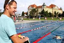 V pořadí devátý ročník plavecného kempu pořádá ve Znojmě bývalý olympionik Květoslav Svoboda.