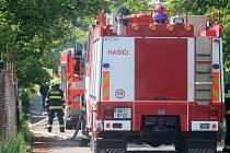 Hasiči vyjížděli druhou květnovou neděli k požáru skleníku na zahradě v Dobšicích.