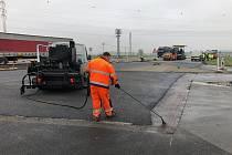 Silničáři končí opravu křižovatky silnic I/52 a II/395 u Pohořelic.
