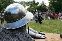 Sedmý ročník šermířského vystoupení oživil v sobotu zříceninu hradu v Žeroticích.