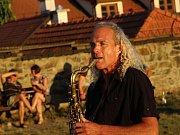 Další z akcí projektu Znojemsko na dřeň byl koncert Davida Wiljo Kangase Na Káře.