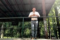 Vedení Znojma přemýšlí, jak využít zašlou slávu Městského lesíka, kde z malého krytého pódia dříve zněly hlasy komunistických politiků i zemědělců při dožínkách.