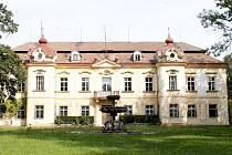 Nový majitel lechovického zámku brzy otevře část parku i zámku veřejnosti.