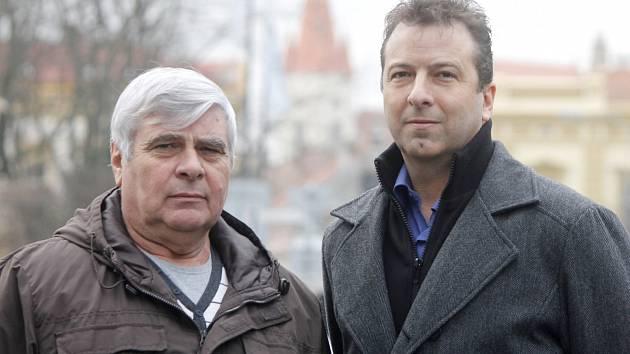 Otec a syn. Jan Mráka (vlevo) je bývalý dlouholetý šéf znojemské kriminálky, jeho syn Roman dnes pracuje v Brně na oddělení informační kriminality.