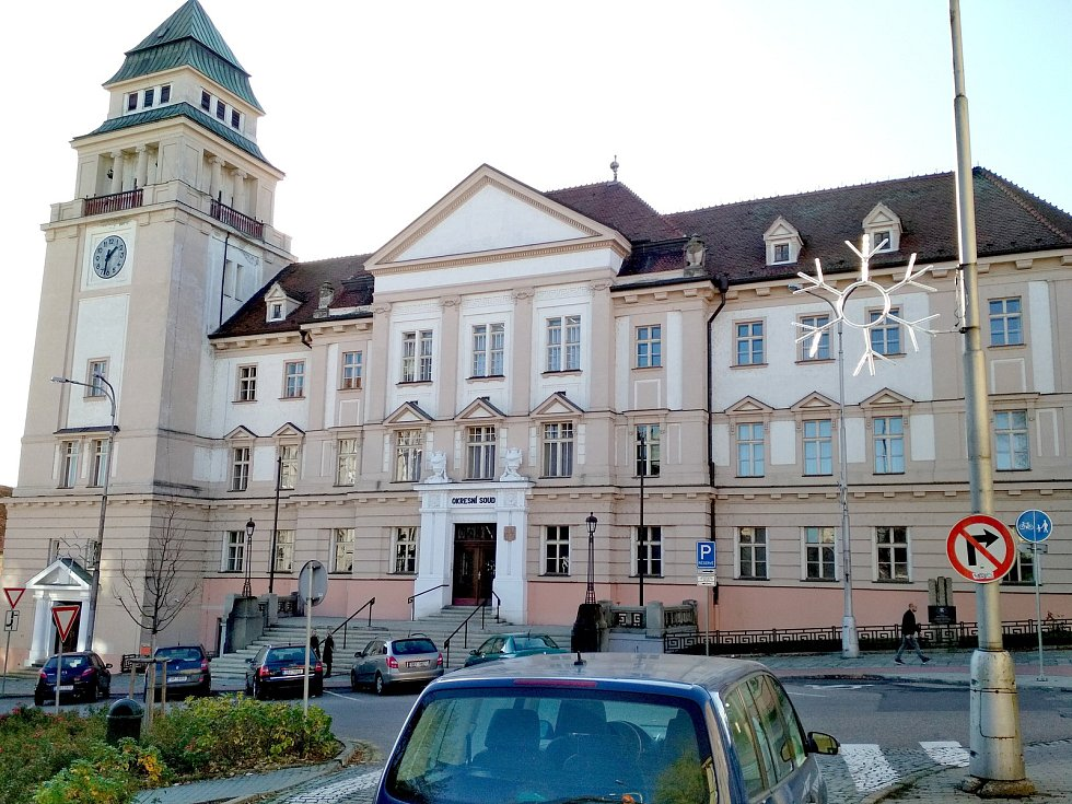 StB měla ve Znojmě sídlo v takzvaném krajzáku, dnes budově Okresního soudu ve Znojmě na Náměstí Republiky číslo 585/1.