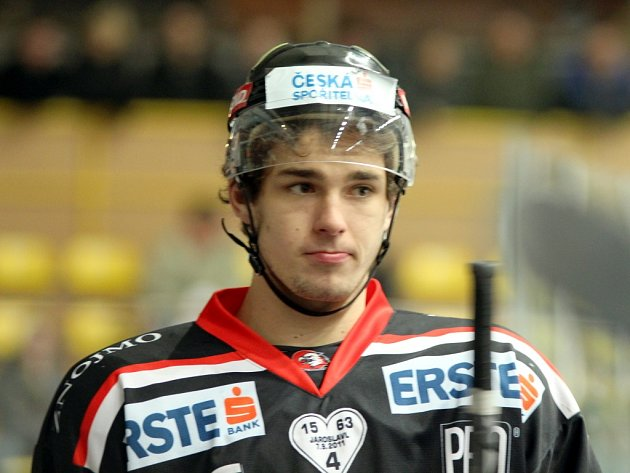 Hokejista Jakub Stehlík ve znojemském dresu.