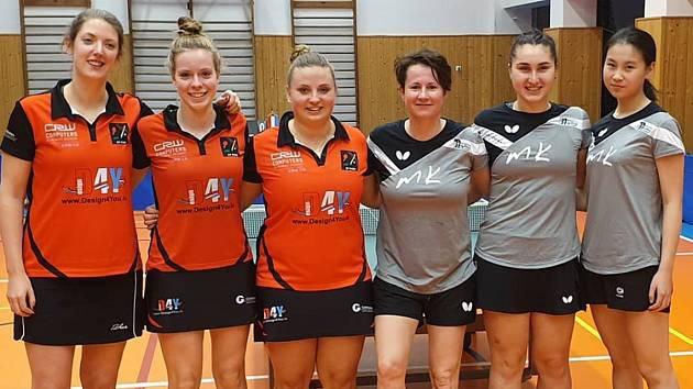 Stolní tenistky TT Moravský Krumlov (v šedém) zdolaly o víkendu v evropského poháru tým Roodt/Syre 3:0.