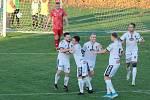 Fotbalisté Tasovic (v bílých dresech) už pilují formu na novou sezonu.