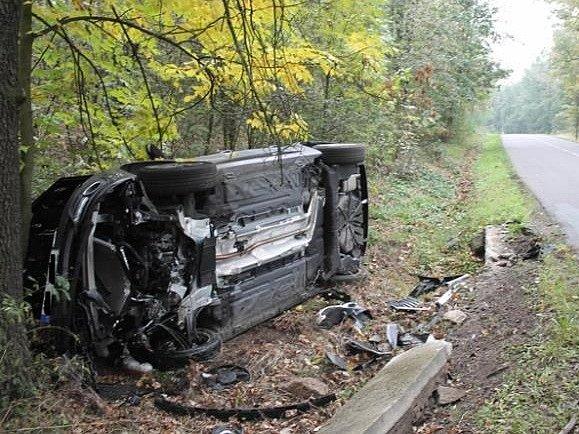 O velkém štěstí může mluvit pětadvacetiletý řidič, jehož Renault Megane skončil na boku. K havárii došlo mezi Moravským Krumlovem a Olbramovicemi.