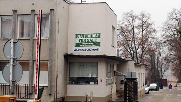 Areál staré nemocnice ve Znojmě je na prodej.