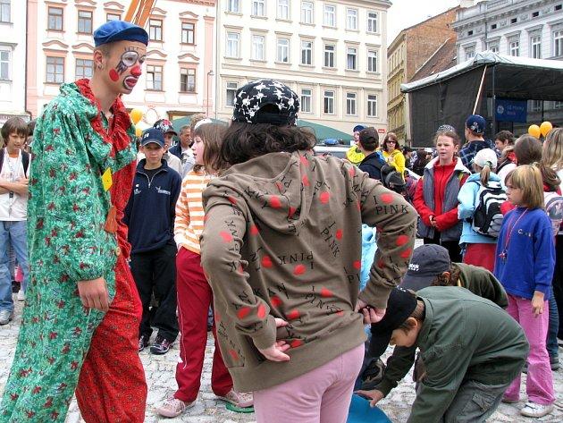 Děti ve Znojmě oslavily svůj svátek na Horním náměstí.