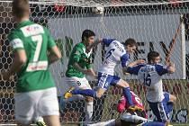 Fotbalisté Znojma (v modrobílém) rozdrtili Jablonec 4:0.