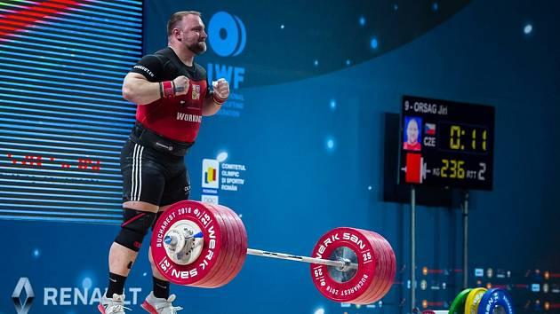 Český vzpěrač Jiří Orság míří na olympiádě v Tokiu vysoko.