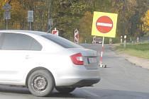 Až do 8. listopadu bude částečně uzavřena spojnice mezi znojemskou nemocnicí a městem. Pondělní začátek uzavírky zaskočil řadu řidičů.