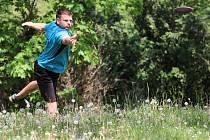 Discgolfisté z Moravského Krumlova zahájili třetí květnovou sobotu turnajovou sezonu. Sešlo se jich několik desítek.