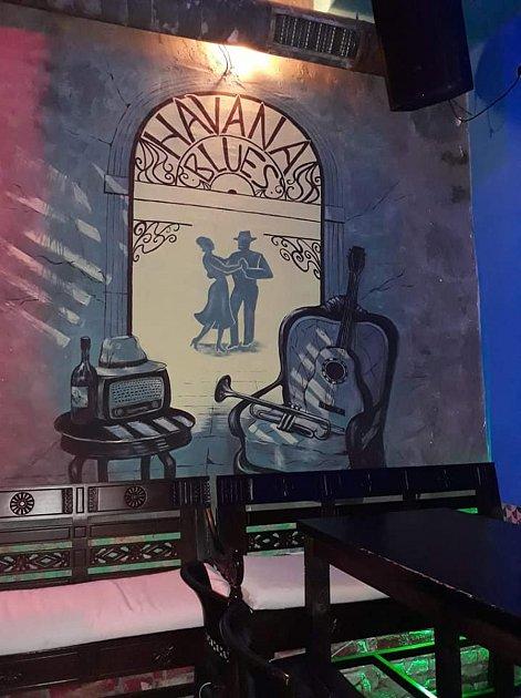 Takto díky Žanetě vypadají interiéry kubánského baru vProstějově.