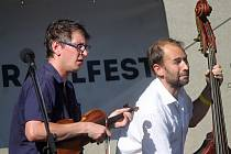 Letošní ročník Šramlfestu využil pro koncerty poprvé lokalitu Na Káře. Na podiu se vystřídala řada interpretů.
