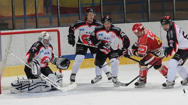 1. liga: Orli Znojmo (v bílém) vs. Hradec Králové
