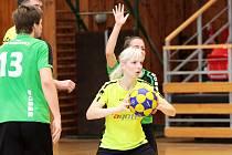 Znojemští korfbalisté (ve žlutém) v sobotu prohráli na domácí palubovce s týmem Českých Budějovic 16:28.