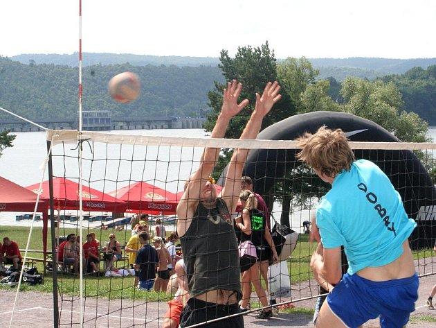 Znojemští volejbalisté dokázali i ve druhém ročníku volejbalového turnaje smíšených družstev zvítězit. Ve finále zdolali volejbalisty ze Šlapanic.